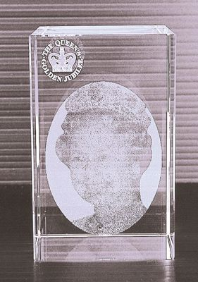Picture of Queen 2D Golden Jubilee Cystal Portrait Paperweight